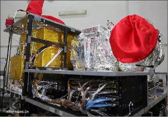 """▲资料图片:""""墨子号""""量子通信卫星的有效载荷部分(新华社)"""