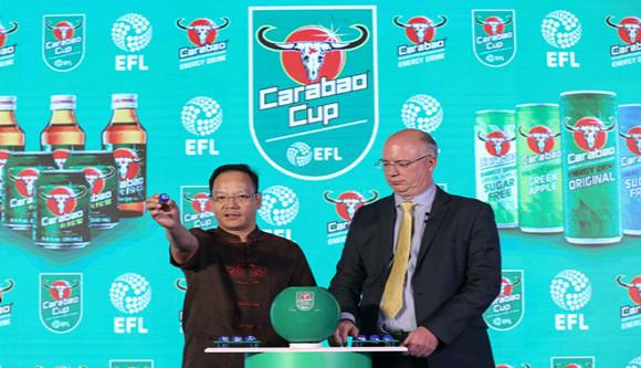 2017年8月,卡拉宝在北京举办了中国首场品牌发布会。左为黄钦鉴