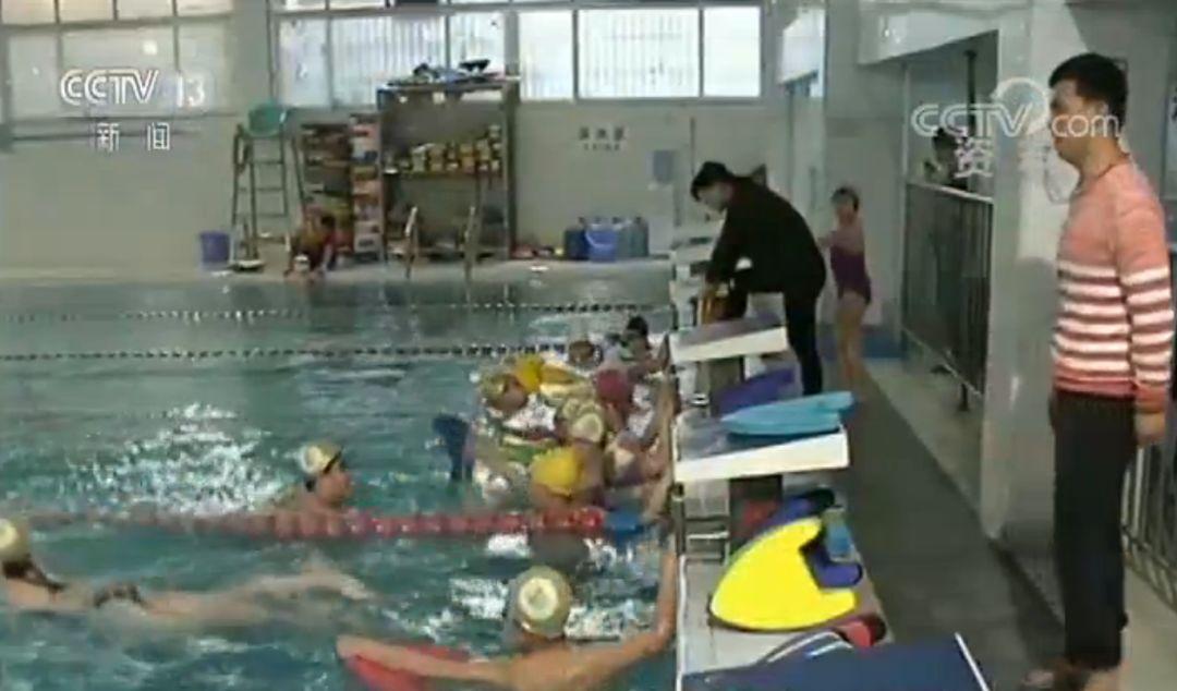 """网传""""游泳将正式纳入中考必考项目""""?教育部回应来了!"""