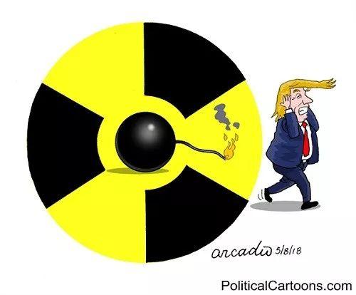 """▲[""""引爆""""核弹]美国总统特朗普决定退出伊朗核协议,并将重启对伊朗的全面制裁,此举震惊世界。而伊朗亦不示弱,随即宣布将开始铀浓缩,中东乱局或将乱上加乱。(美国报刊漫画家协会网站)"""