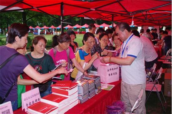湖北省每年直接参与科技活动周的科技人员和社会公众近500万人次,反邪
