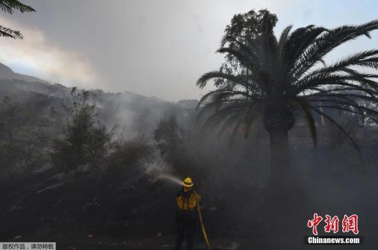资料图:美国加州山火持续肆虐。