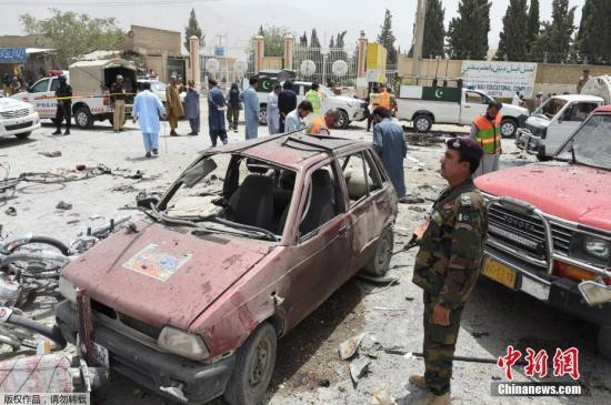 当地时间7月25日,巴基斯坦西南部城市奎达市的一个投票站附近发生自杀式炸弹袭击,造成数十人死伤。