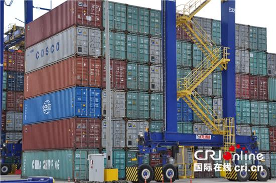 在中希两国企业的共同运营下,比雷埃夫斯港货运枢纽位置日益凸显