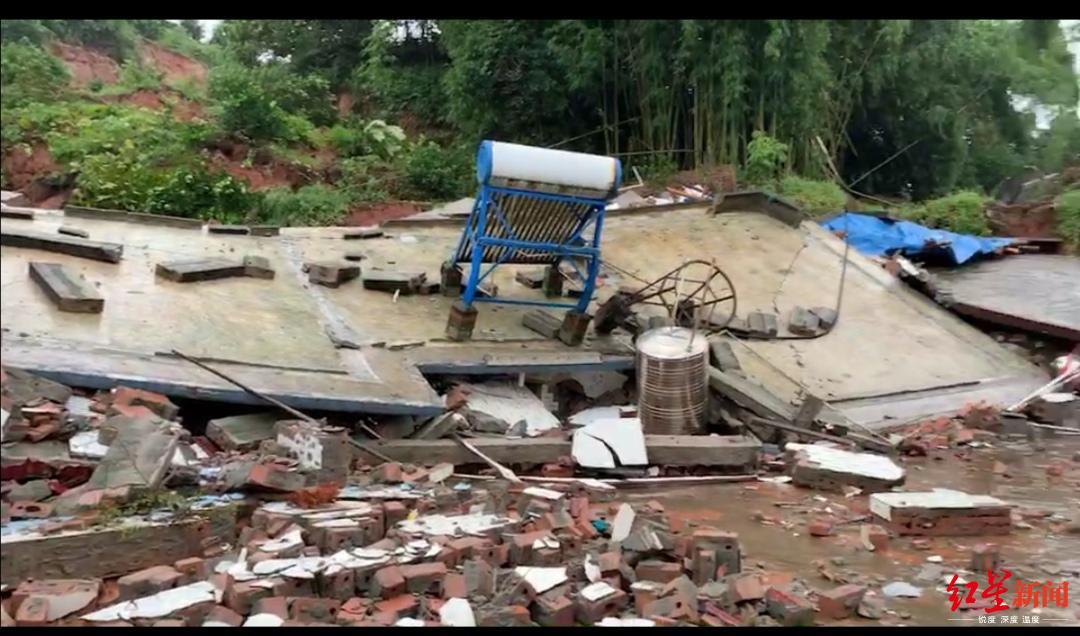 四川青神县遭暴雨袭击 上千人受灾一老人受轻伤