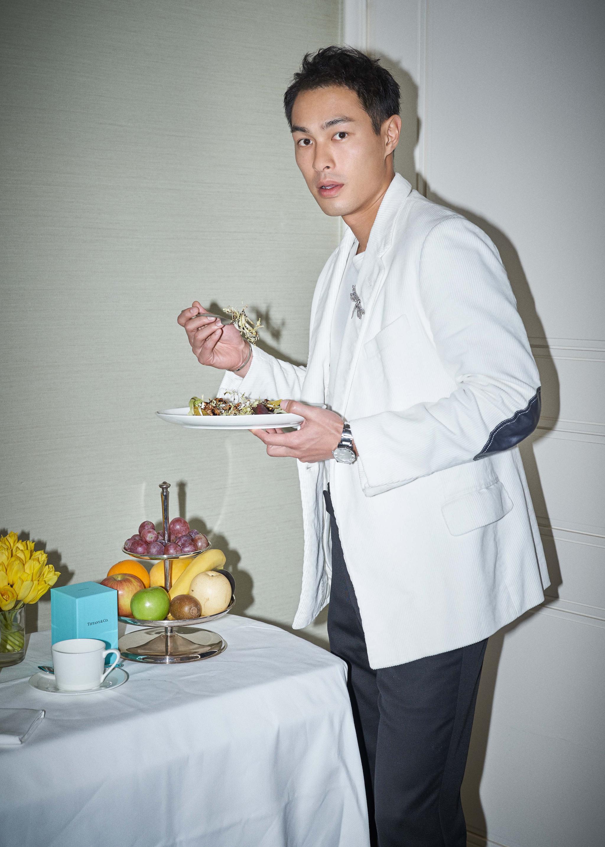 """吃了顿""""蒂芙尼的早餐"""" 杨佑宁趣味致敬品牌经典"""