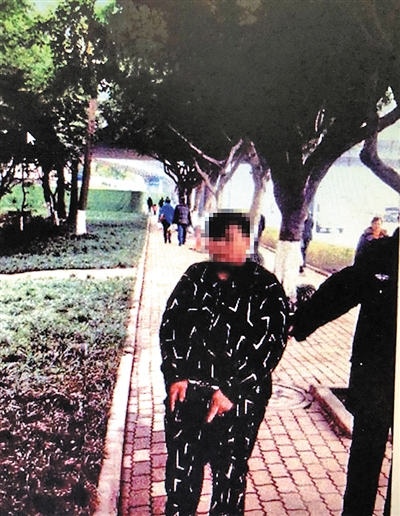 王某被警言抓获。重庆晨报 图