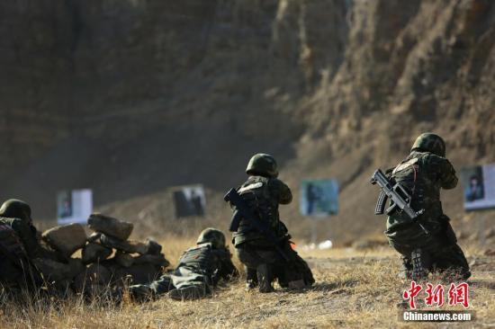 资料图:官兵展开极限训练。