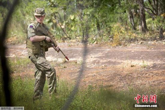 资料图:2015年4月18日,澳大利亚,英国哈里王子参加澳大利亚国防军培训。