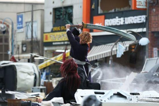 《死神》真人电影最新场照公开 一护、恋次街头激战