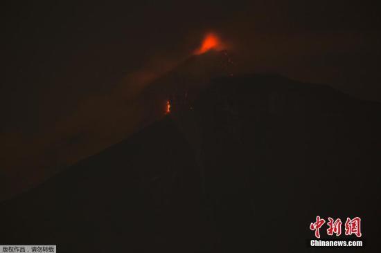 当地时间6月3日,危地马拉富埃戈火山喷发,周边居民被连夜紧急疏散。据英国广播公司(BBC)6月4日报道,危地马拉富埃戈火山喷发,已导致7人遇难,近300人受伤。