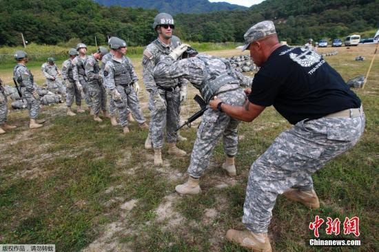 资料图片:驻韩美军举行空中强攻训练。