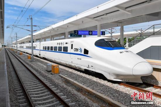 资料图:高铁。中新社记者 陈骥旻 摄