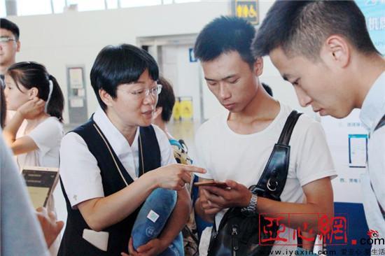 南航电子登机牌李小燕哭灵功能正式在乌鲁木齐启用