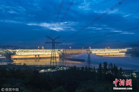 """三峡水库迎""""长江2018年第2号洪水"""" 三峡船闸停航"""