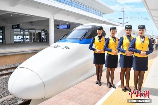 7月1日,江湛铁路正式开通运营,结束粤西三市不通高铁的历史。中新社记者 陈骥旻 摄