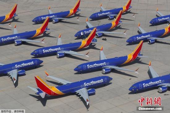 """資料圖:當地時間3月27日,美國西南航空公司的波音737 MAX系列飛機停放在號稱""""飛機墳場""""的維克多維爾機場。"""