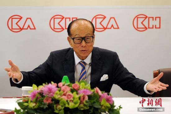 资料图:3月16日发布会上,李嘉诚宣布退休安排。中新社记者 谭达明 摄