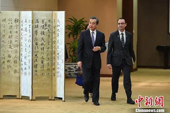 ▲资料图片:2017年6月29日,中国外交部长王毅在北京同菲律宾外长卡亚塔诺会谈后共同会见记者。