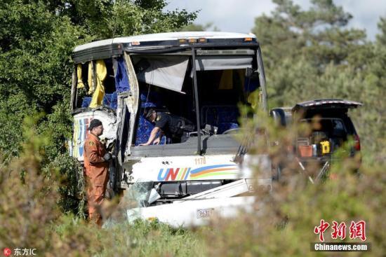 中国旅行团加拿大车祸两人遇难 仍有一人危重