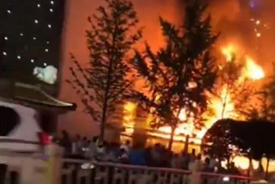 西安一建行发生火灾 消防通报:救出2人无生命危险