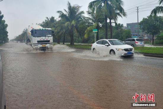 """台风""""温比亚""""今晨4时05分登陆上海浦东新区"""