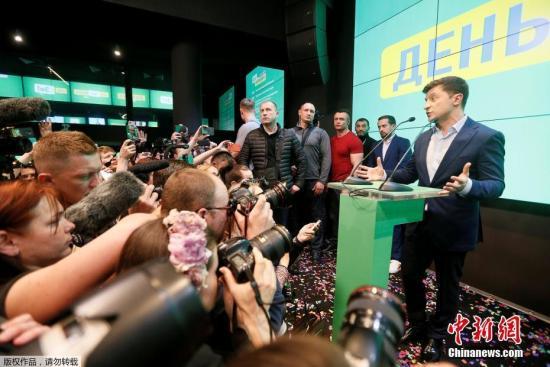 乌克兰大选第二轮投票结束 出口民调泽连斯基得票率大幅领先