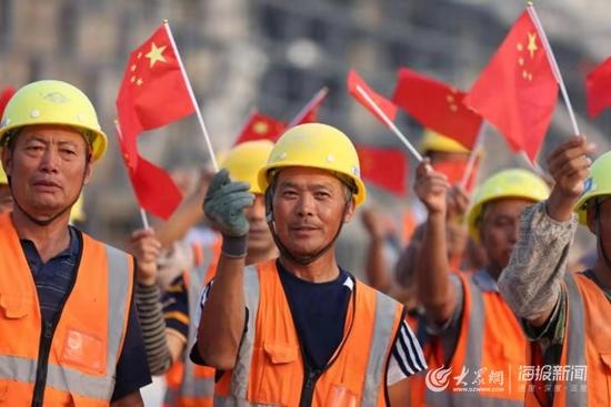 日照:1200名工人日夜奋战 科技文化中心一天一个样