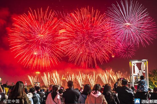 日照举办焰火晚会迎建市30周年