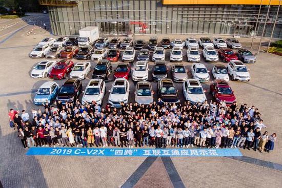 Qualcomm携手30余家汽车产业链企业,展示C-V2X直接通信已商用就绪