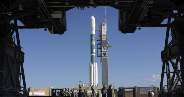 """美国东部时间2009年3月6日,世界首个用于探测太阳系外类地行星的""""开普勒""""号太空望远镜在美国卡纳维拉尔角空军基地等待发射升空。 视觉中国 资料"""