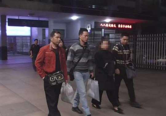 民警将刘某押回桂林