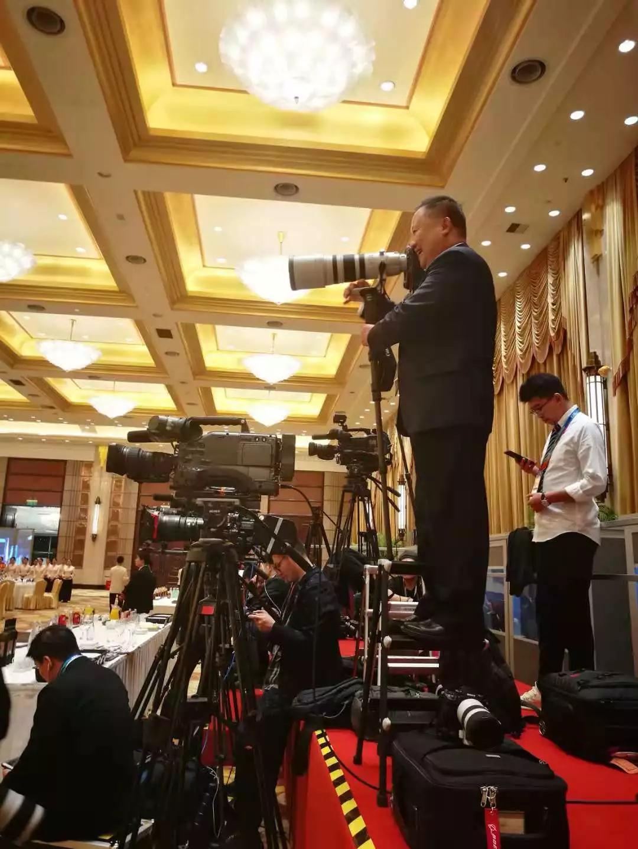 △记者们已经提前做好准备(央视记者周志国拍摄)
