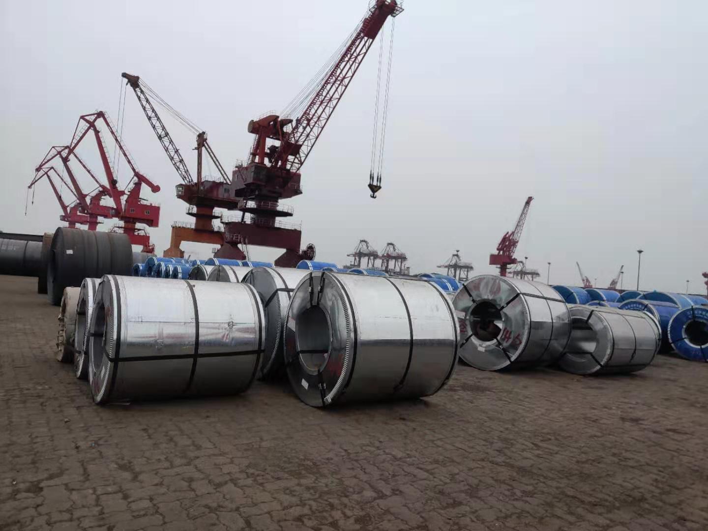 江阳港4号船埠有很多借已运走的钢卷。 新京报记者 康佳 摄