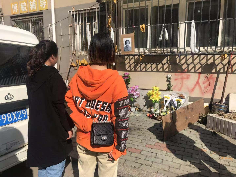 """同城娱乐场手机注册 - 杭州警方接到报警:""""太吓人了!那辆面包车后挡风玻璃趴着一个血人!"""""""