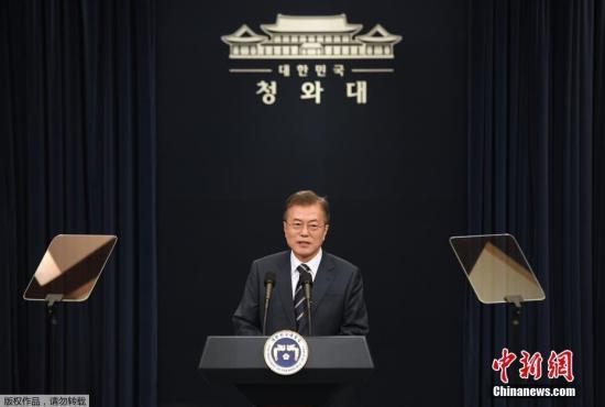 资料图:韩国总统文在寅在首尔青瓦台发言。