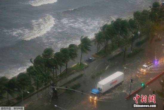 """台风""""山竹""""袭菲3人死数万人受影响 航班停飞"""