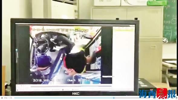 车上的视频监控记录了当时的情况。