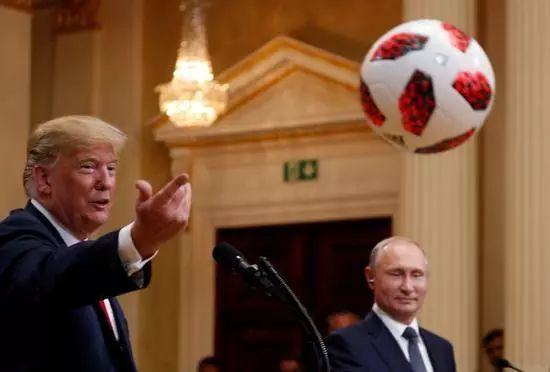 普京送特朗普足球真有芯片 干这事的还是美国人