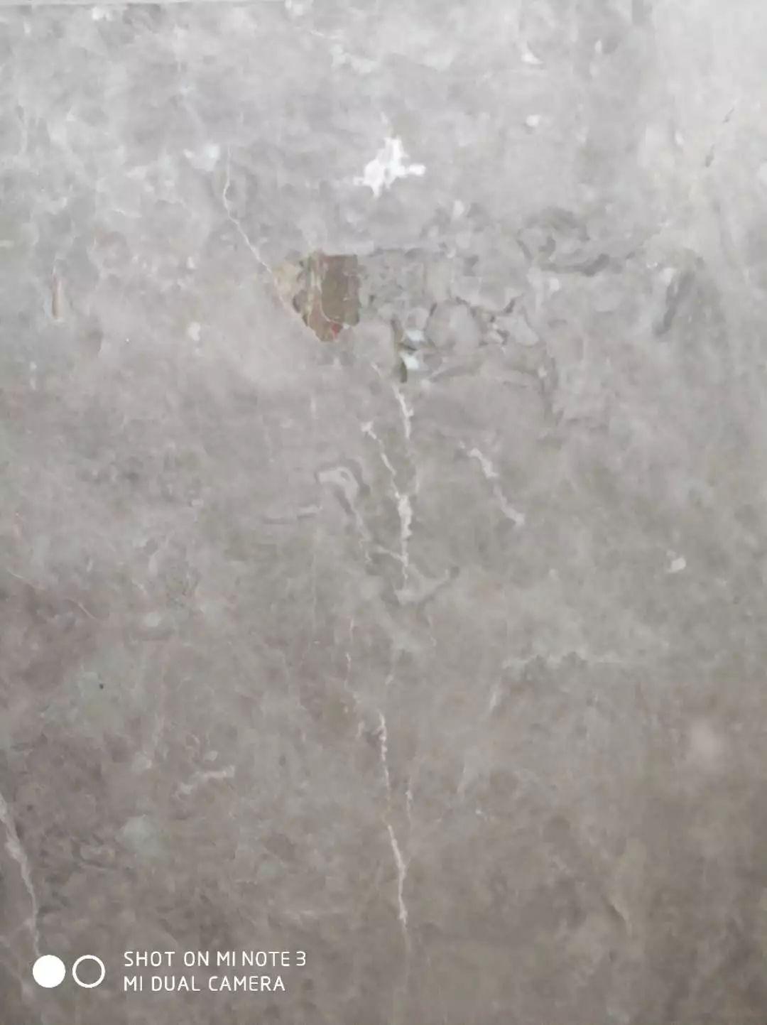 华润旗下千万豪宅被投诉质量问题:墙面一敲掉一大块