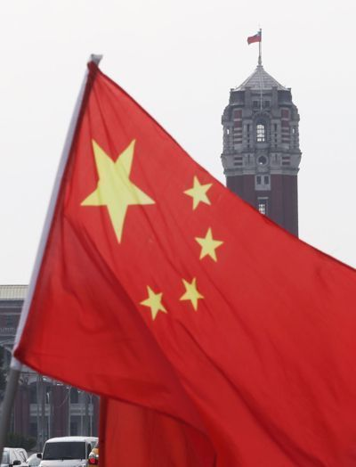 """有""""台独""""分子提案禁挂五星红旗(图片来源:台湾《联合报》)"""