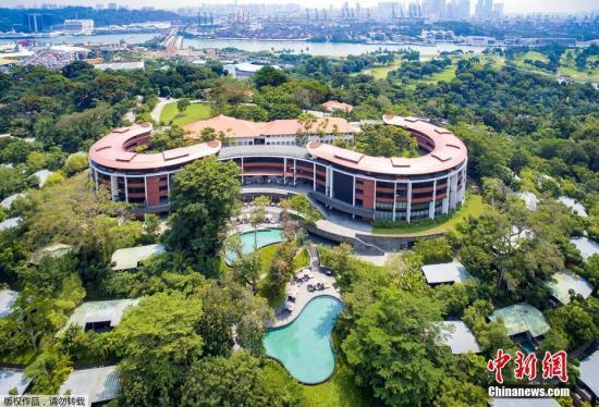 当地时间2018年6月5日,白宫发言人桑德斯表示,美国总统特朗普与朝鲜最高领导人金正恩将在新加坡圣淘沙地区的嘉佩乐酒店(Capella Hotel)举行会晤。