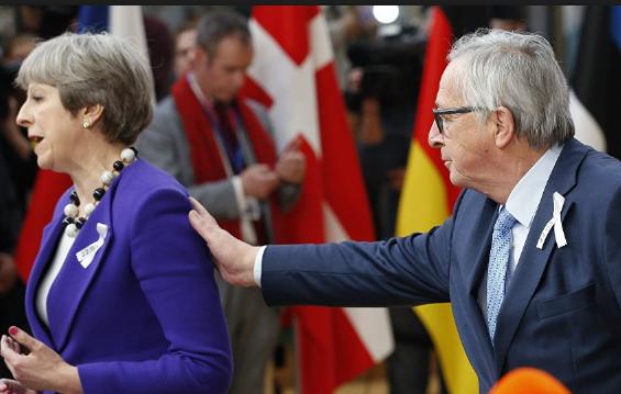 欧盟委员会主席打断英国首相采访。(图片来源:俄罗斯卫星通讯网)
