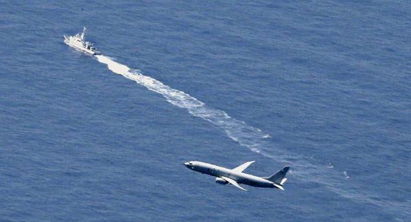 资料?#35745;?#21442;与搜寻坠海F-35战机残骸的日本海自舰艇及美军P-8巡逻机。(?#35745;?#26469;源于网络)