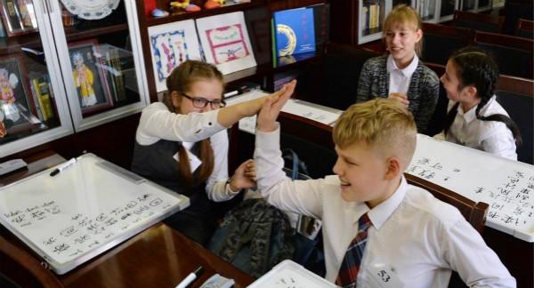 """替代传统学校教育 10万俄罗斯中小学生在家""""开学"""""""