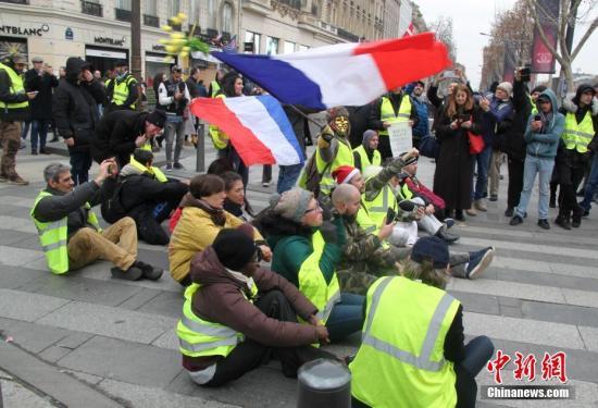 法国全国大辩论未平息不满 巴黎7000人继续抗议