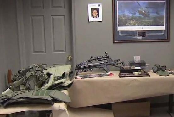 警方在孙左安家中搜出可疑物品。(图源:《每日邮报》)