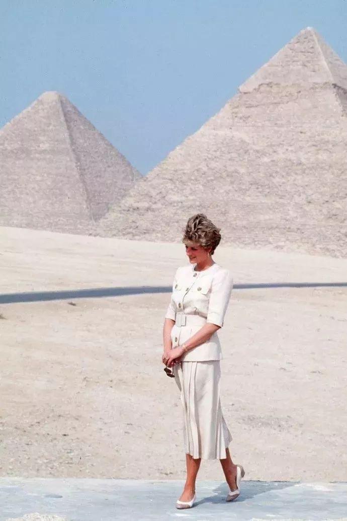 Diana Princess of Wales visiting the Pyramids,1992
