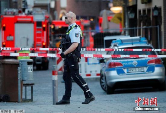 4月7日,德国北威州明斯特市老城区发生一辆小型客货车冲袭路边平民事件,经警方初步确认,死伤者不涉中国公民。