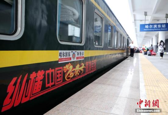 今年暑期中国铁路开行200列旅游专列 酒吧书吧融入旅途